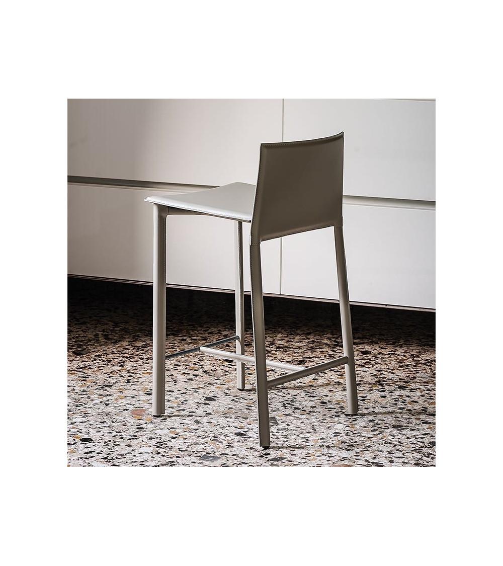 stool-cattelan-cliff