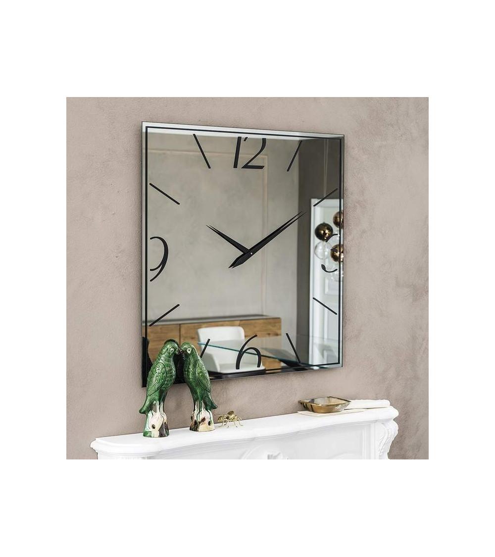 spiegel-cattelan-moment